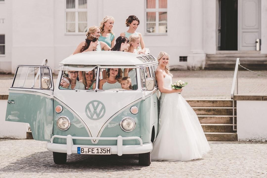 Vw Bus Bulli T1 Samba Deluxe Und Vw Kafer 1300 Als Hochzeitsauto